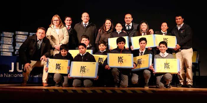 206 escolares fueron beneficiados con notebook en Placilla y Chépica