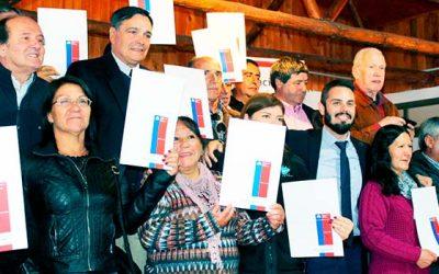 Bienes Nacionales entrega títulos de dominio a más de 40 familias en provincia de Cardenal Caro