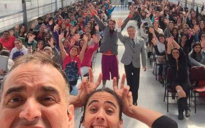 Con teatro de improvisación el Sernac busca que jóvenes reflexionen sobre consumismo