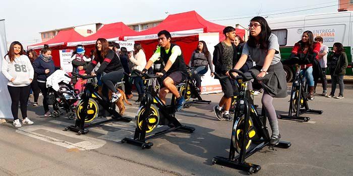 Escolares participan en feria deportiva y ciudadana