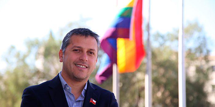 Intendencia de OHiggins conmemora el día internacional contra la homofobia izando la bandera de la diversidad