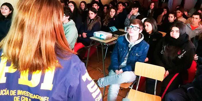 Senda Previene Pichilemu junto a la PDI dictan charla a colegios de la comuna