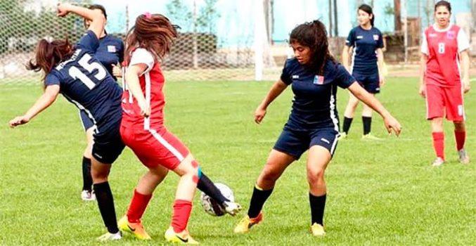 Juegos binacionales prueba de jugadoras para el fútbol femenino