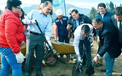 Ministro Monckeberg da inicio a 101 viviendas en Mostazal