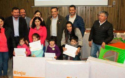 Niños y niñas de prekinder de Paredones reciben rincones de juegos del subsistema Chile crece contigo