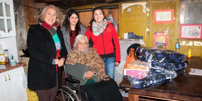 Seremi de Desarrollo Social entrega equipamientos básicos a familias de Rancagua