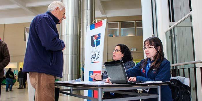 Usuarios de Hospital Regional reciben información del programa PRAIS