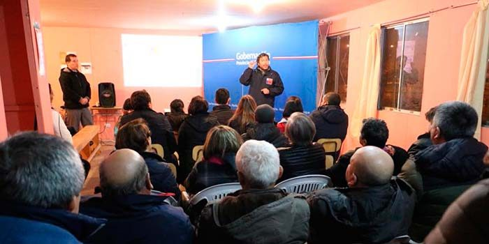 Vecinos de Villa Bicentenario de Santa Cruz participaron de diálogo ciudadano