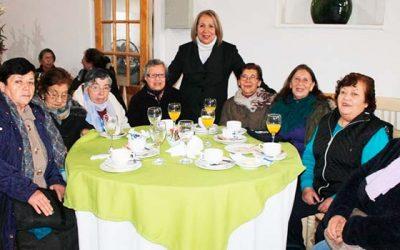 Adultos mayores de Doñihue comparten experiencia de vida en encuentro del programa Vínculos
