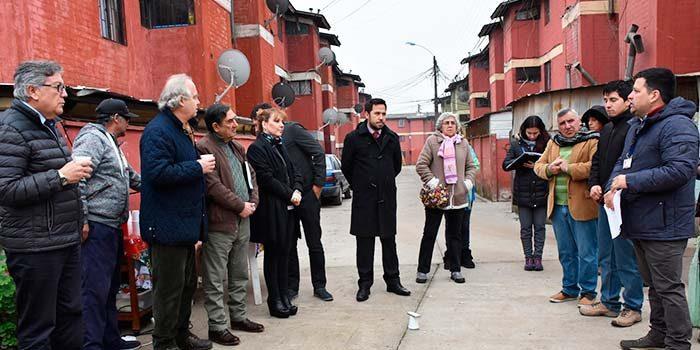 Autoridades constatan en terreno y en compañía de vecinos problemas en villa Nuestra Señora del Carmen II