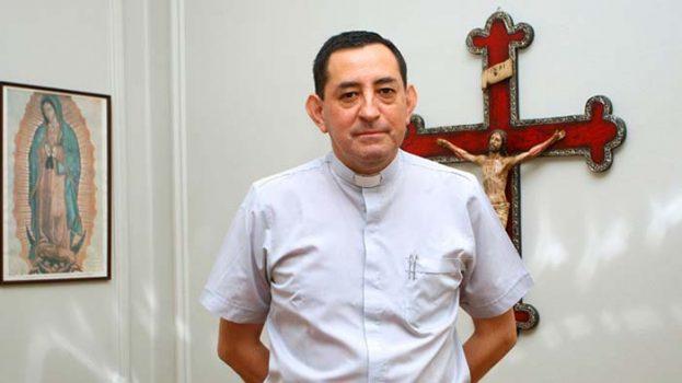 Detienen a excanciller del Arzobispado por siete casos de abuso sexual y estupro contra menores