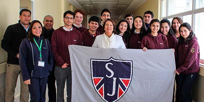 Estudiantes del Colegio Saint John realizaron donación para menores internados en Hospital Regional