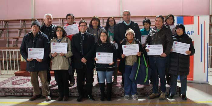 Más de 540 campesinos de Las Cabras y Requínoa reciben bonos para mejorar sus producciones
