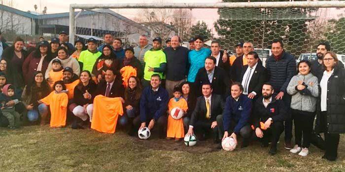 Ministro de Bienes Nacionales cumple con el sueño de la cancha propia para Club Deportivo Las Palmeras