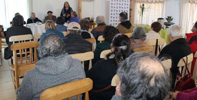 Seremi de Desarrollo Social expone oferta pública en Federación Provincial de Cachapoal de Adultos Mayores