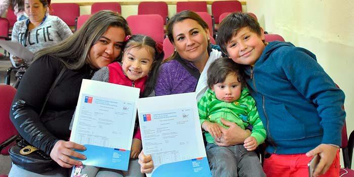 Seremi de Vivienda entrega subsidios a familias de sectores medios de San Fernando