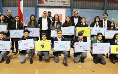 Gobierno inicia entrega de dos mil computadores a alumnos de colegios municipales y subvencionados