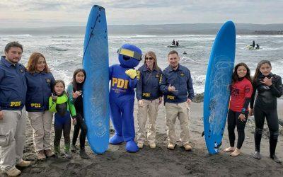 PDI efectúa campeonato infantil de surf en Pichilemu
