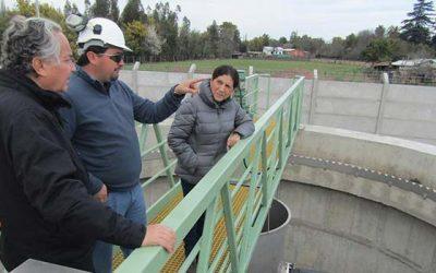 Alcaldesa de Palmilla recibe visita del seremi de obras públicas a varios sectores de la comuna
