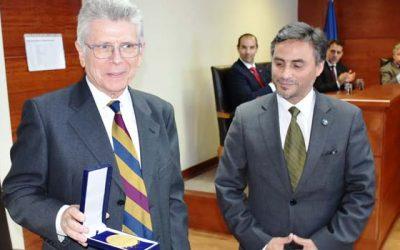 Corte de Apelaciones de Rancagua entregaó medalla por mérito relevante a jurista y catedrático español