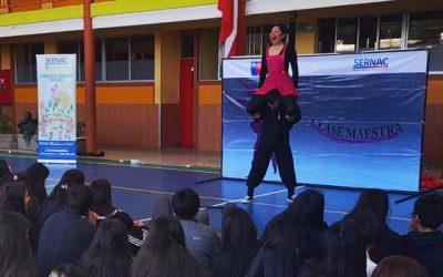 El Sernac promueve educación financiera en escolares con obra de teatro