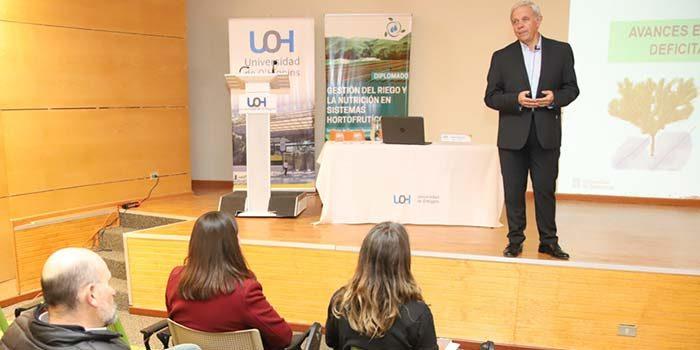Experto español en eficiencia hídrica en frutales visita la UOH
