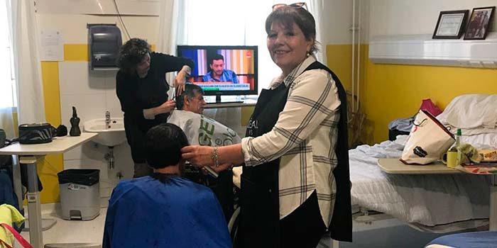 Fundación Caminar Activo regaloneó a pacientes de la Unidad Sociosanitaria del Hospital de Peumo