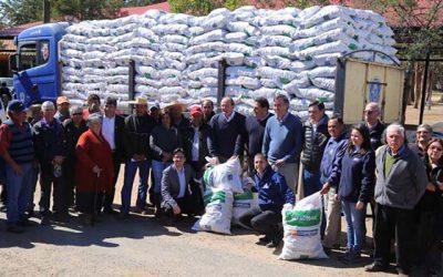 Gobierno entrega forraje a más de 1.700 agricultores de Colchagua y Cardenal Caro