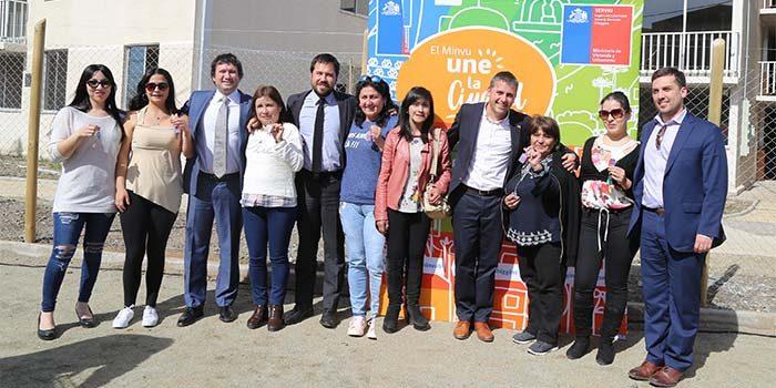 Intendente lidera entrega de viviendas a familias de Robles de La Foresta de Rancagua