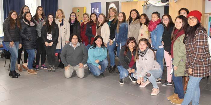 Jóvenes estudiantes de AIEP dialogan en torno al Sistema Elige Vivir Sano