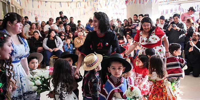 Niños de Jardín Infantil de Hospital Regional participaron de peña folclórica