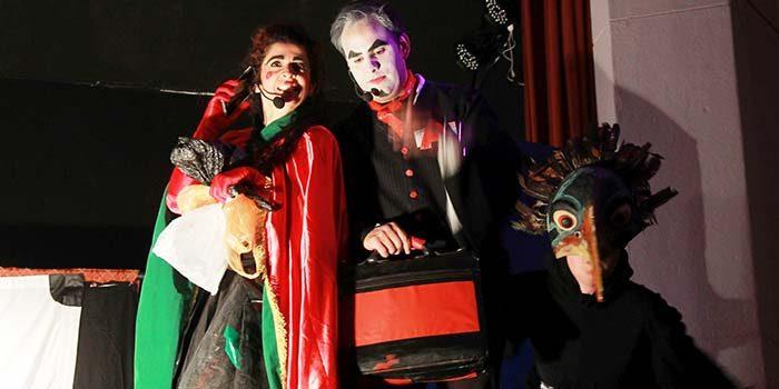 Obra de teatro fomenta el reciclaje en estudiantes de Santa Cruz