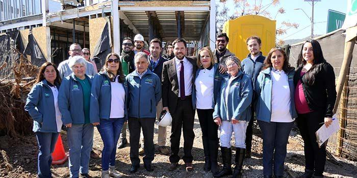 Vecinos de barrio Nuevo Horizonte-Cordillera visitan obras de nuevo centro comunitario en Machalí