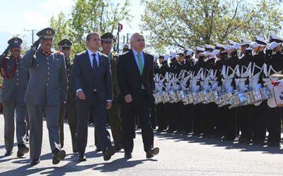 Exitoso desfile convoca a más de 10 mil espectadores y emocionó con aplaudida delegación de extranjeros