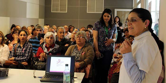 Hospital Regional realiza taller para familiares y pacientes con cáncer de mamas