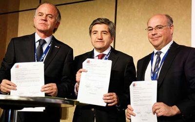 Indap y Fedefruta firman convenio de cooperación para apoyar a pequeños productores frutícolas