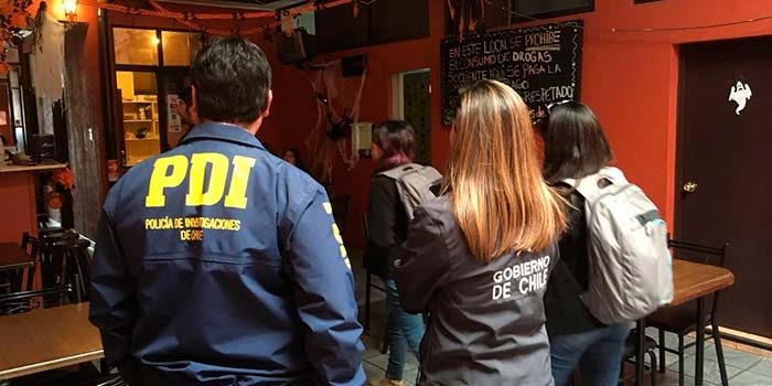 PDI efectúa fiscalización a locales en casco histórico de Rancagua