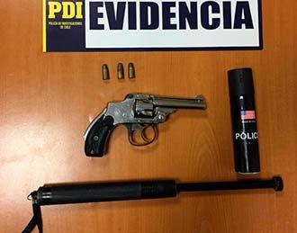PDI Rancagua detiene a sujetos que manipulaban arma al interior de vehículo