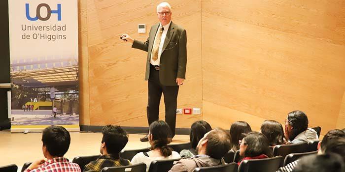 Representante de la Universidad de Delaware realizó charlas de movilidad estudiantil en la UOH