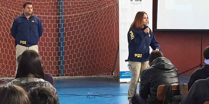 Senda previene Pichilemu junto a la PDI y municipio dictan charla a escuela Camilo Aguilar