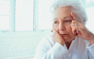 Abuelos pueden sufrir depresión y aislamiento social al perder la audición