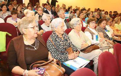 Capacitan a adultos mayores en salud y calidad de vida en San Vicente