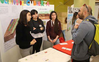 Estudiantes de Ingeniería Agronómica UOH exponen sobre importancia del cuidado de suelos en nuestro país