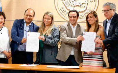 Seremi de Gobierno firma convenio con el Instituto Santo Tomás para capacitar a dirigentes sociales de la Región