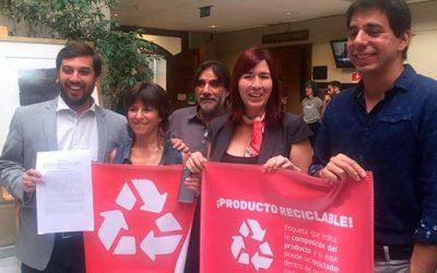 Diputado Soto celebra ingreso de proyecto que exige etiquetado de reciclaje en productos prioritarios