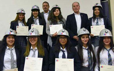 Exitoso cierre de Programa Mentorías: Iniciativa permite a estudiantes conocer in situ la minería