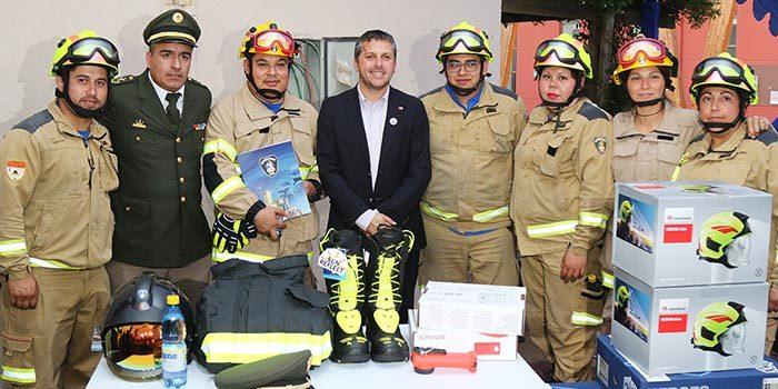 Intendente entrega más de 3 mil 200 millones en equipos de seguridad a bomberos de toda la región