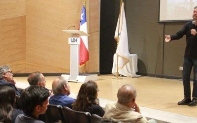 Jorge Baradit animó una encendida charla historiográfica