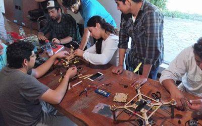 Profesionales y técnicos de INIA Rayentué se capacitan en armado, uso y mantención de drones