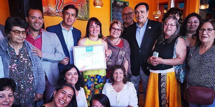 Autoridades reconocen a empresaria turística de Pichilemu